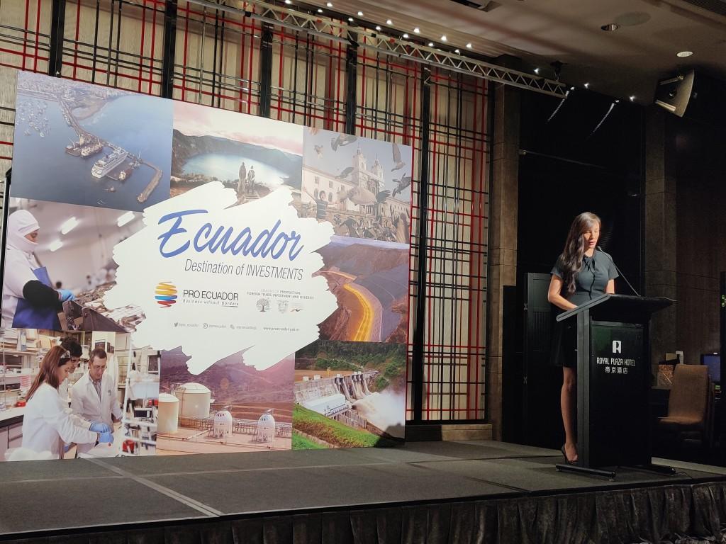 厄瓜多爾出口與投資促進局廣州貿易處商務專員娜蒂婭主持峰會