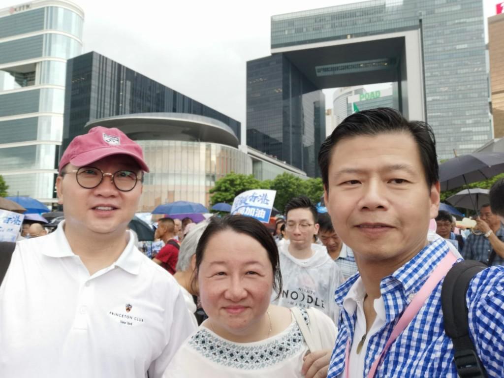 左起:會董姚逸明會董、婦會董委會委員姚逸華、陳德寧J