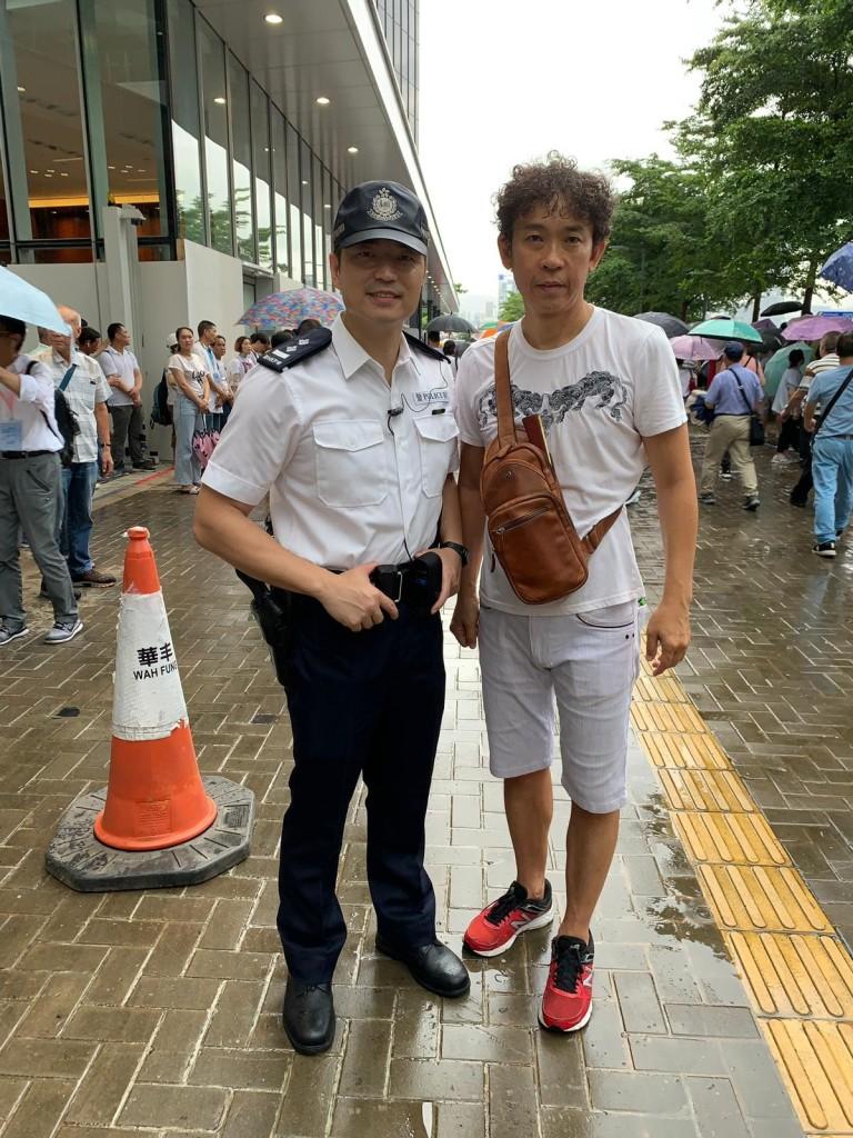 張少鵬會董與香港警察合照J