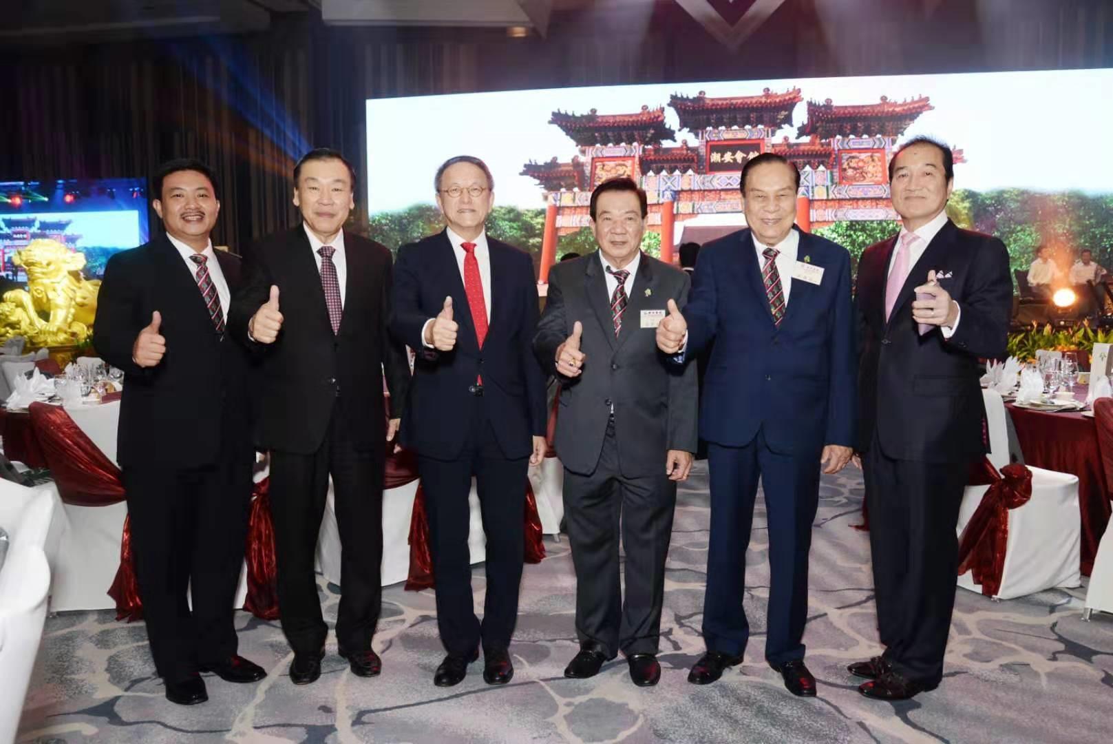 林宣亮會長(左三)出席新加坡潮安會館55週年慶典(JPG)