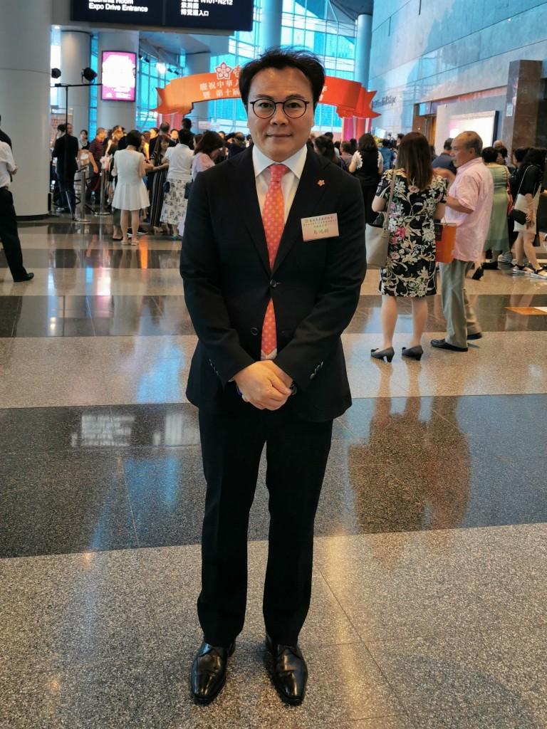 副會長馬鴻銘於會場拍照留念