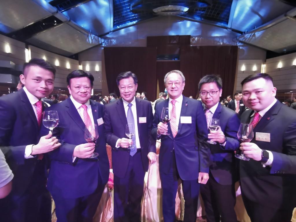 林會長與廣東省政協林雄副主席(左三),和香港廣東社團總會秘書長龍子明(左二)等合影