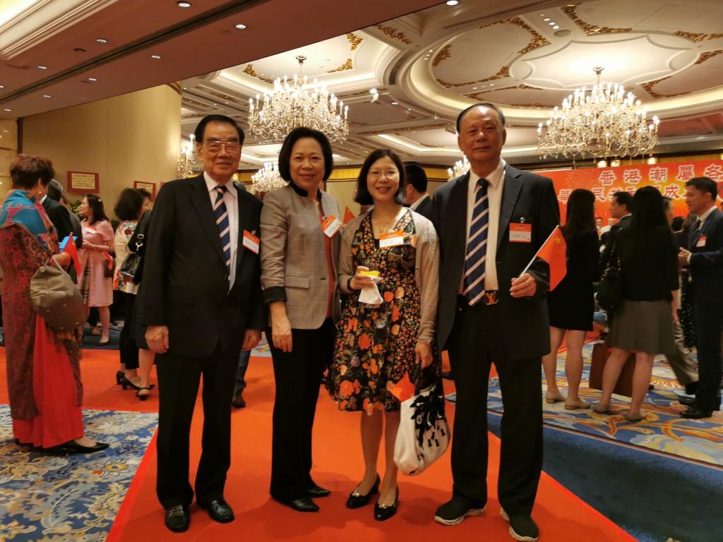 左起:本會永遠榮譽會長許學之、名譽會董陳愛菁、香港民政事務總署署長謝小華、常務會董吳哲歆