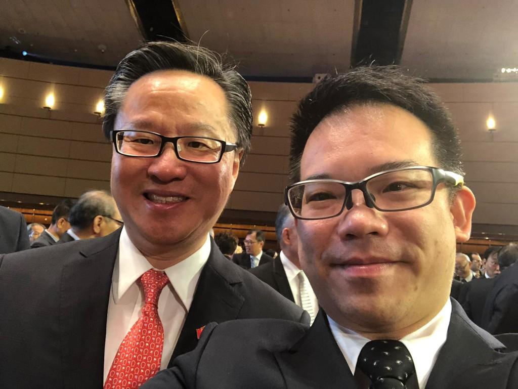 會董陳建年(左)與吳泰榮合照