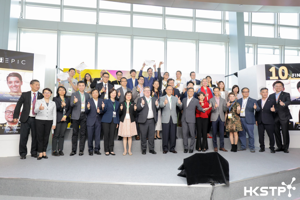 開幕嘉賓香港創新及科技局局長楊偉雄、香港科技園公司行政總裁黃克強,以及眾多出席嘉賓熱烈參與「電梯募投比賽2019