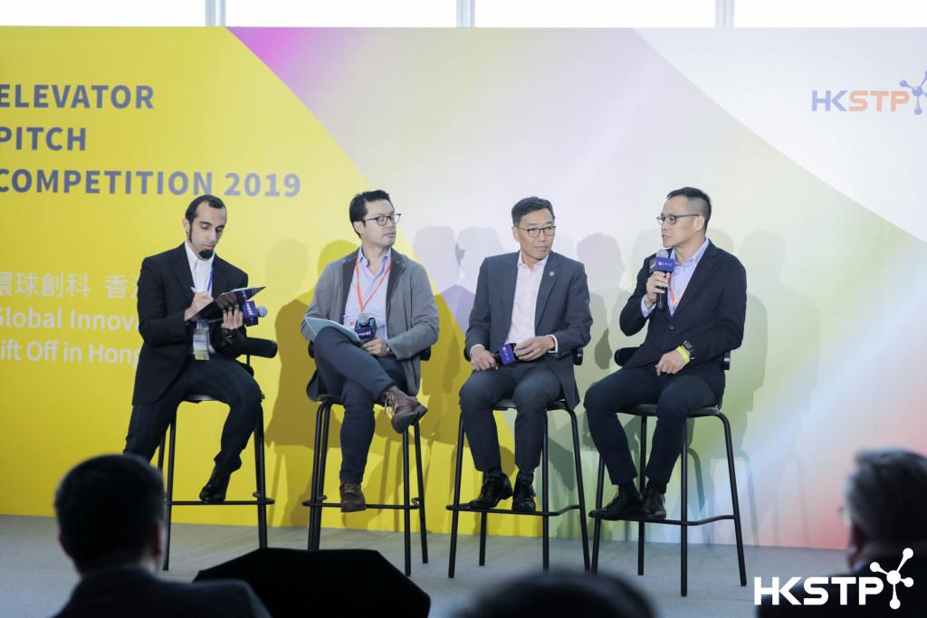 香港科技園公司行政總裁黃克強(右二)與Saltagen Ventures Managing Partner馮尚賢(左二) 及著名財經評論家陸羽仁 (右一),探討全球科技初創投資機遇。