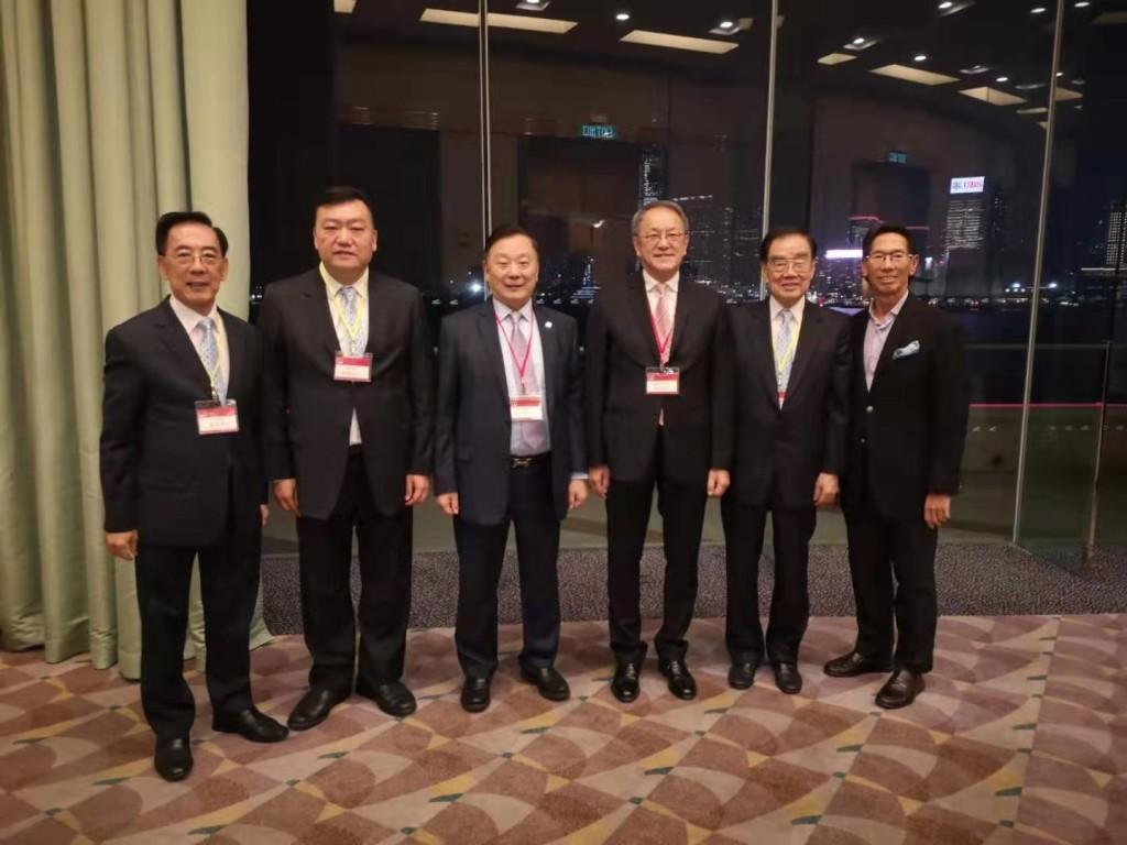 左起:本會副會長蔡少偉、永遠榮譽會長胡劍江、名譽顧問劉宗明、會長林宣亮、永遠榮譽會長許學之、副會長陳智文